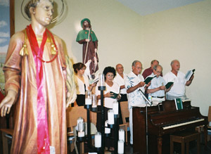 For San Lorenzo, the choir sings in full voice.