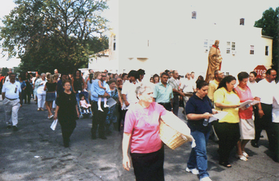 2004 San Lorenzo Procession with bread