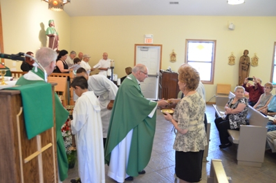 Father Petrongelli receives the offerings from his brother Americo & Rosemary