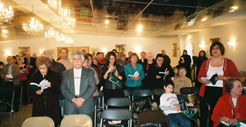 Christmas, 2007: full house. In the back are camera crews from two TV stations.