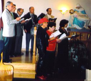 Christmas carols before Mass